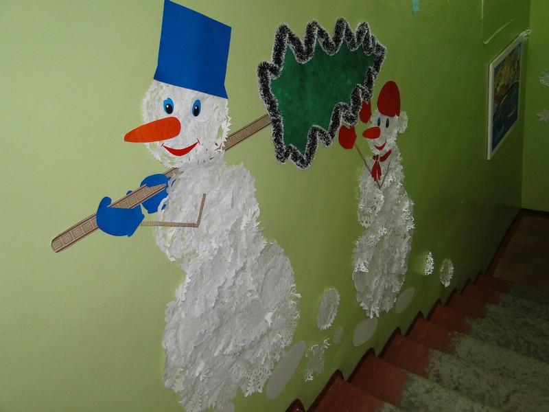 Оформление лестниц к новому году в детском саду фото
